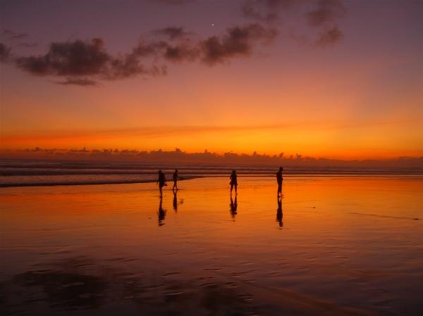 Kuta_beach_Bali_sunset4_www.degiaweb.com