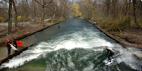 River Surfing_Munich_GERMANY_www.wayfaring.com_surfing-in-munich1