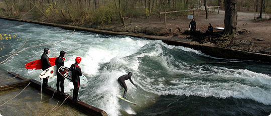 River Surfing_Munich_GERMANY_www.wayfaring.com_surfing-in-munich2