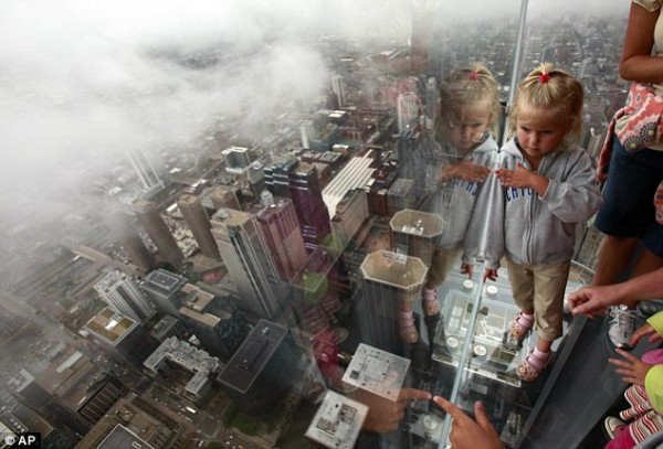 Sears Tower-103rd floor Glass Observation Deck-CHICAGO-article-1196967-058FB3F7000005DC-833_634x431