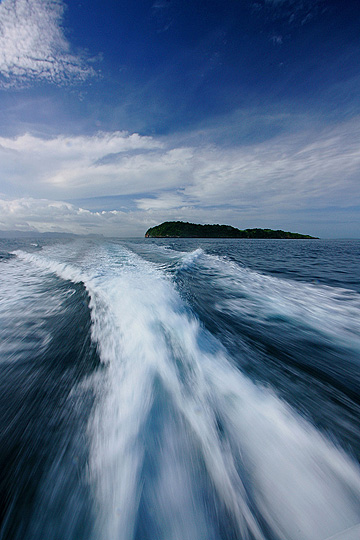 Enroute to Sumbawa to catch perfect waves. Photo: flickr member ndut'z