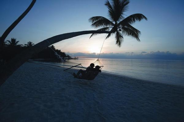 The Diva-MALDIVES-11-div_beach_hammock_2