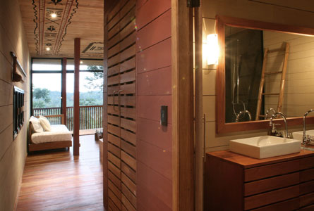 Hamadryade Eco Lodge-ECUADOR-Hall-and-bath-of-a-cabin