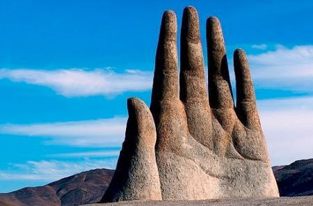 Mano de Desierto (Hand of the Desert), Atacama Desert, Chile. Photo: flickr member piscochile