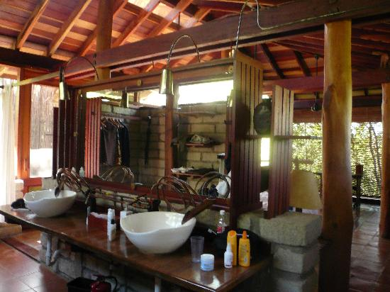 Morgan's Rock-NICARAGUA-Bungalow Bathroom