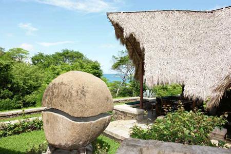 Morgan's Rock-NICARAGUA-Bungalow & Garden