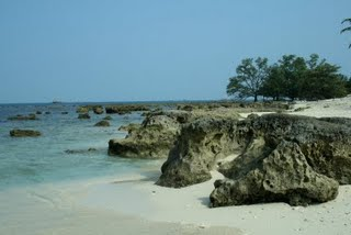Umang Island-photo www.everybodylovesholiday.blogspot.com 2 the beach