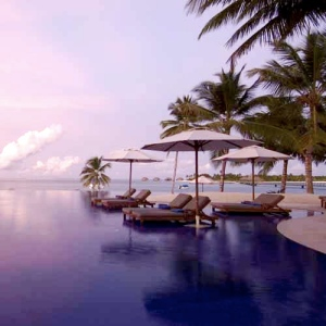 Conrad MALDIVES Pool 1