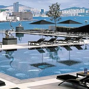 Four Seasons Hong Kong-Rooftop Pool 1