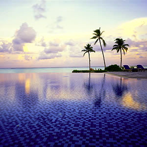 Four Seasons MALDIVES Pool 1