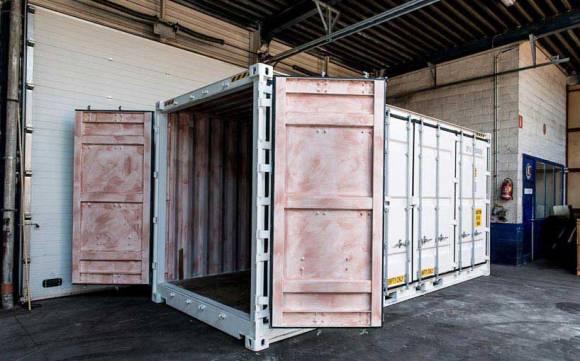 Sleeping-Around-Container-Pop-Up-Hotel_dian-hasan-branding_Antwerp-BE-18